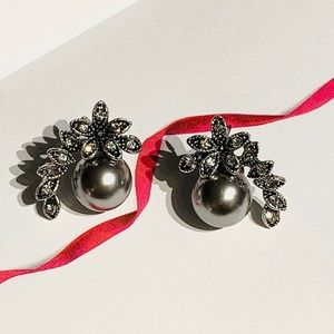 Jewelry - Gray Antique Pearl Floral Stud Earrings